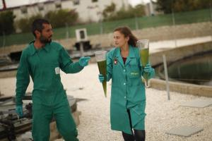 algal-biofuel-workers